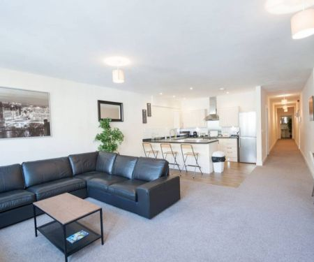 Flat for rent  - Bristol, 4+1