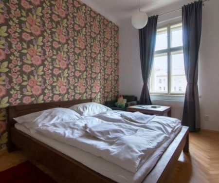 Pokoj k pronájmu - Praha 1 - Vinohrady, 3+1